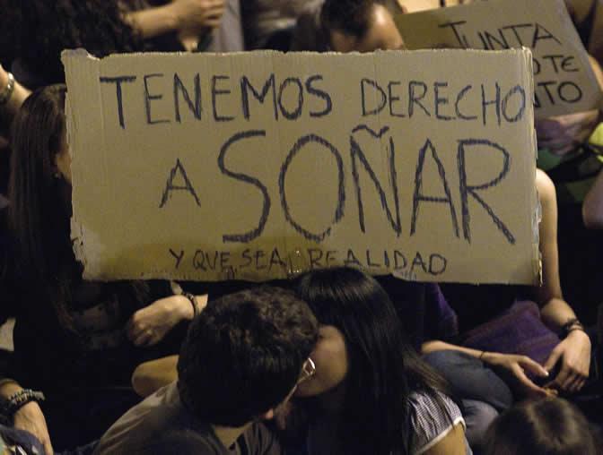 Una de las cientos de pancartas que se han podido ver estos días en la Puerta del Sol