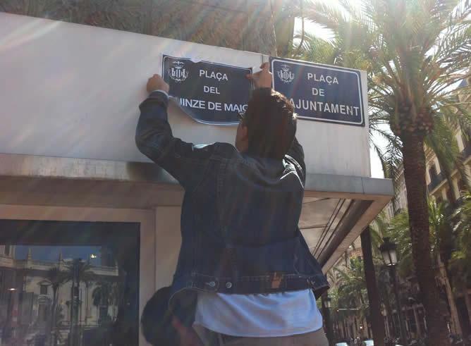 Plaza del Ayuntamiento de Valencia donde este viernes se ha cambiado la placa por la del '15 de mayo'