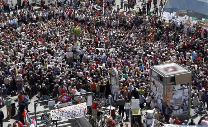 Durante el momento de la asamblea este viernes por la mañana, la Puerta de Sol ha vuelto a congregar a miles de personas