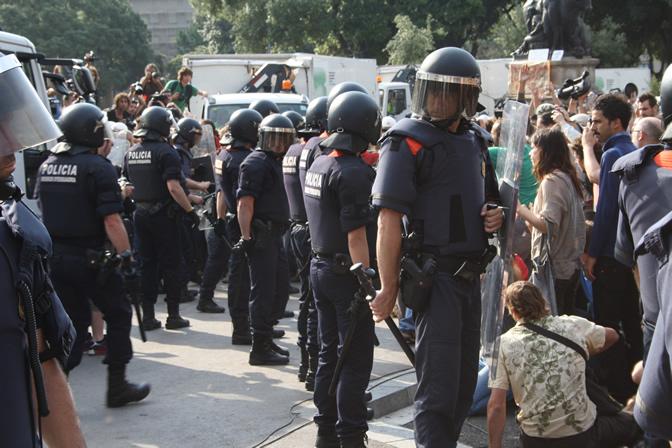 Los agentes han usado porras y balas de goma para dispersar a los manifestantes
