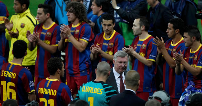 El campeón de Europa hace el respetuoso pasillo al rival de la final