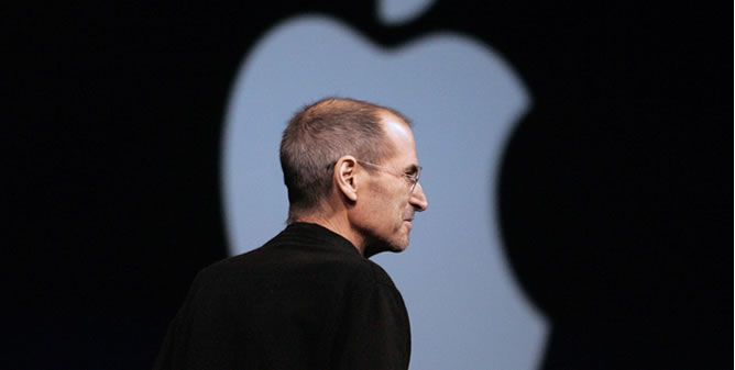 Dimite Steve Jobs al frente de Apple