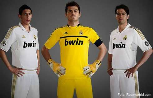 El Real Madrid presenta su nueva equipación con detalles dorados ... 9385fdd14210a