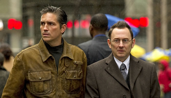Michael Emerson y James Caviezel, en una escena de 'Person of Interest'
