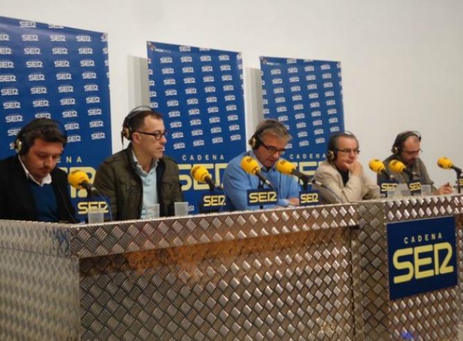 Carles Francino comenta la actualidad en el arranque del programa especial de 'Hoy por Hoy' desde Cádiz con motivo del 200 aniversario de 'La Pepa'