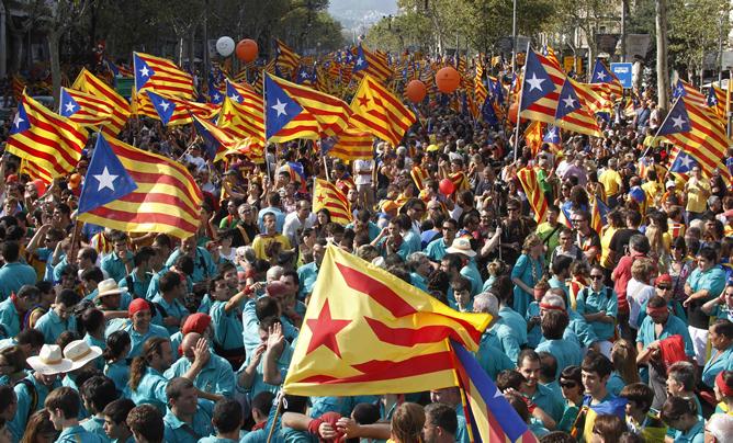 Un millón y medio de manifestantes, según los primeros datos de la Guardia Urbana y el Ayuntamiento, colapsan las calles del centro de Barcelona en una histórica manifestación