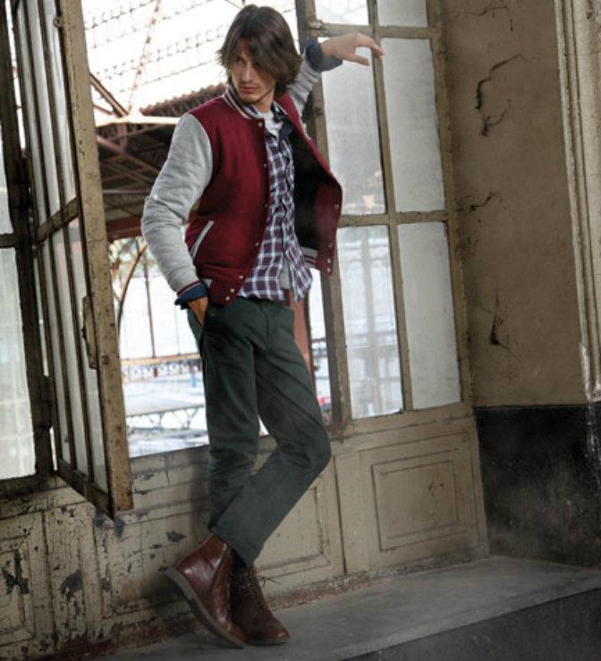 La protagonista del estilo universitario  la chaqueta beisbolera ... 66465d0fbe633