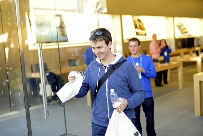 Teague Ashburn, la primera persona que adquiere su iPhone 5 en San Francisco, California