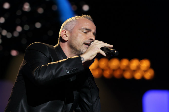 Eros Ramazzotti recoge su premio y actúa en la Gala de los Onda 2012.