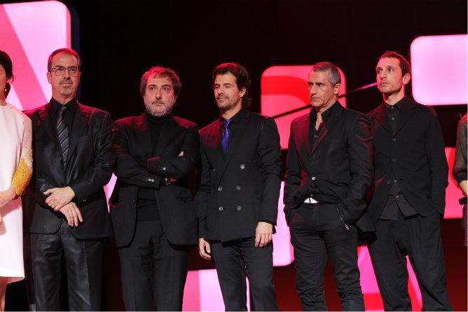 Los actores de la serie 'Isabel' acompañan a los directivos y productores a recoger en Ondas 2012.