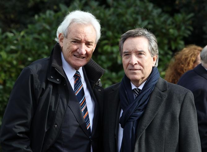 Luis del Olmo, premiado con el Ondas especial del jurado, posa con Iñaki Gabilondo