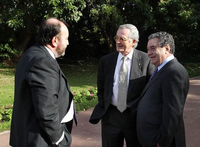 José Luis Sainz, consejero delegado de Prisa Radio, Xavier Trias, alcalde de Barcelona y Augusto Delkáder, presidente de PRISA Radio, en la recepción de los Premios Ondas