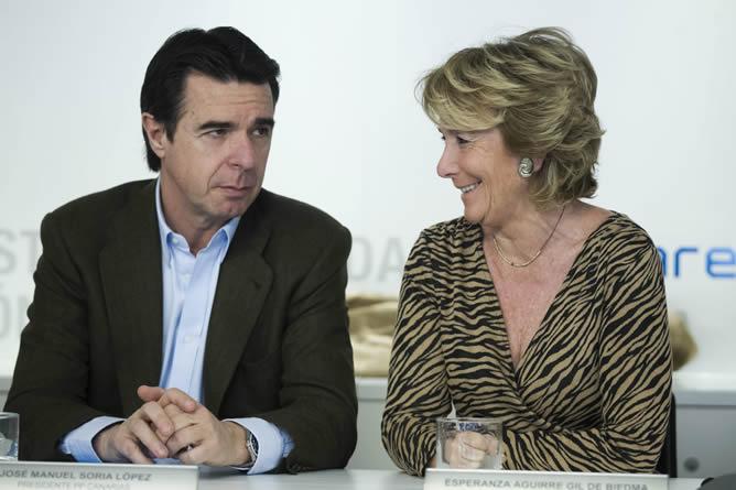La presidenta del PP madrileño, Esperanza Aguirre, el ministro de Industria, Energía y Turismo, José Manuel Soria, al inicio de una reunión extraordinaria del Comité Ejecutivo Nacional del partido.