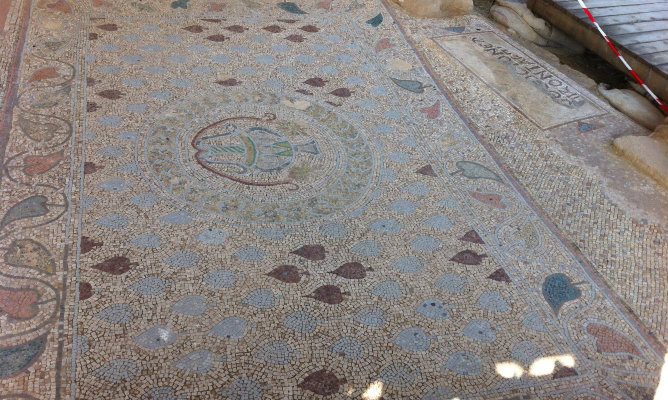 Los ricos colores del mosáico muestran el esplendor de la zona en siglos pasados