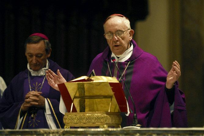 Fotografía de archivo, tomada el 27 de octubre de 2010, del arzobispo de Buenos Aires que ha sido nombrado nuevo papa y se llamará Francisco I