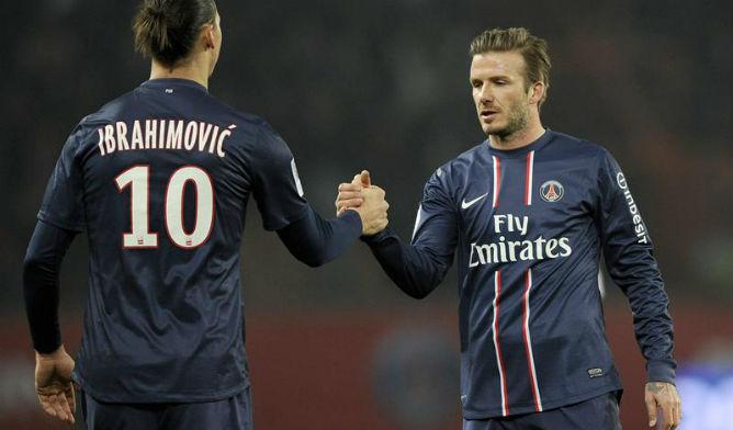 Los dos jugadores se saludan tras la victoria de su equipo ante el  Montpellier en un d959ad93552a6