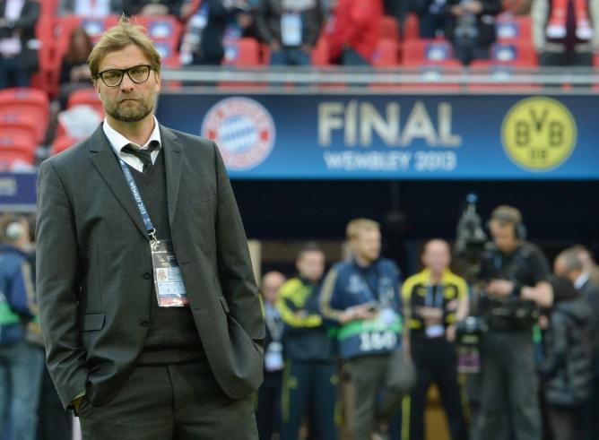 El entrenador alemán del Borussia posa ante las cámaras en el momento previos al pitido inicial