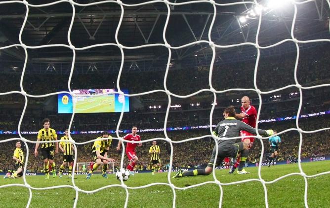 El holandés, tras fallar algunas ocasiones clamorosas, hace el gol de la final