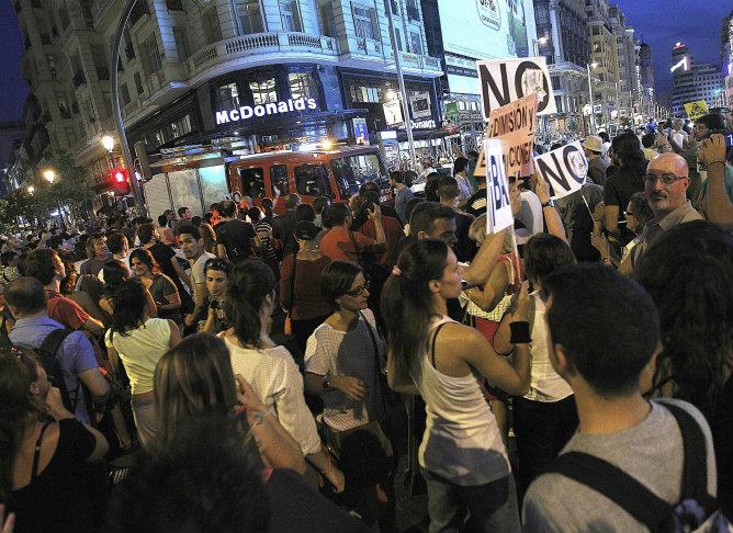 Los manifestantes piden a gritos la dimisión del Ejecutivo y la convocatoria de elecciones generales