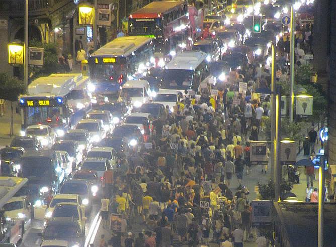 Los manifestantes abandonan Génova para protestar por las calles de Madrid