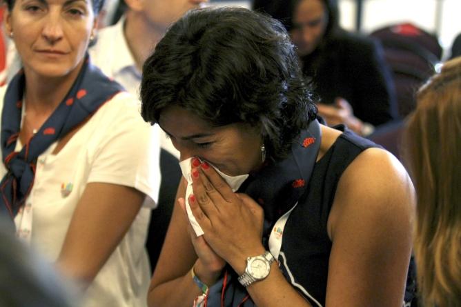 Una mujer de la delegación española llora tras conocer la sentencia de Rogge