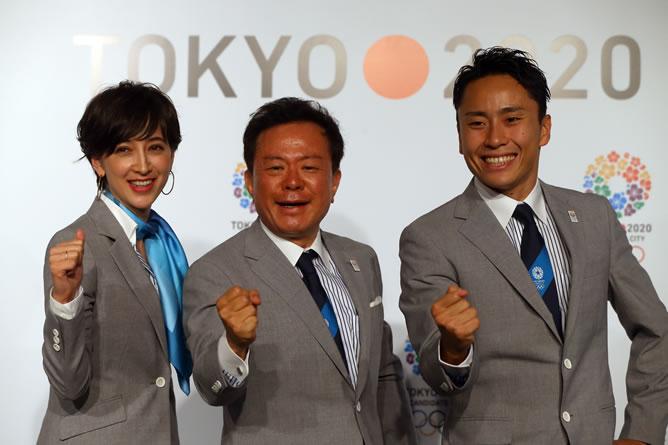 Naoki Inose, el gobernador de Tokio y presidente del Comité de Candidatura de Tokio 2020, posa después de una conferencia de prensa.