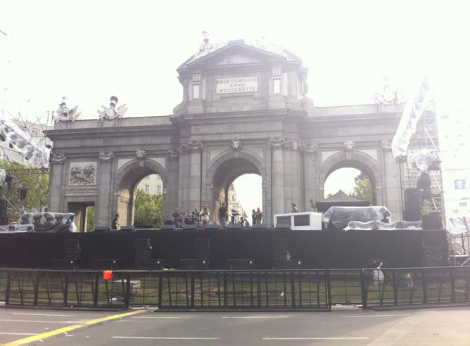 La madrileña Puerta de Alcalá se prepara para acoger la fiesta olímpica en apoyo a la candidatura de Madrid para los Juegos Olímpicos de 2020.