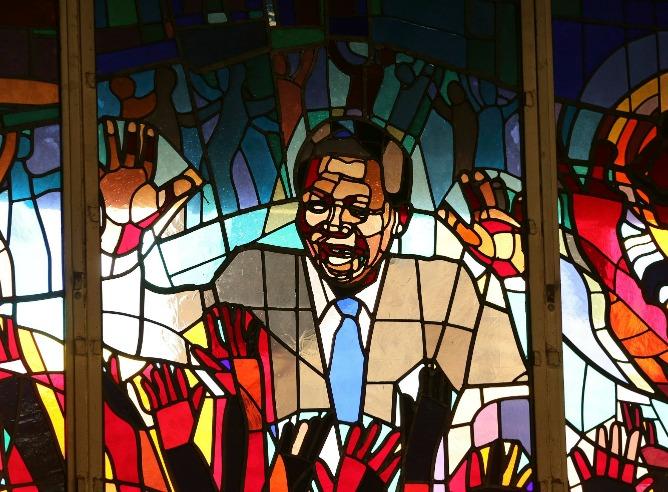 Nelson Mandela en la iglesia Regina Mundi en Soweto