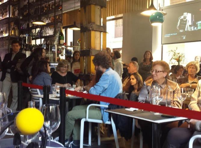Parte de los oyentes que han acudido a celebrar el Día de la Radio con el equipo de 'La Ventana'