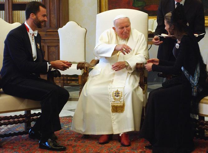 Los príncipes, en una audiencia con Juan Pablo II en el Vaticano.
