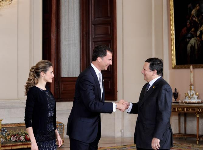 Don Felipe y doña Letizia ofrecieron una cena a los representantes de la cumbre de la UE-América Latina, en ausencia del rey que se encontraba convaleciente.