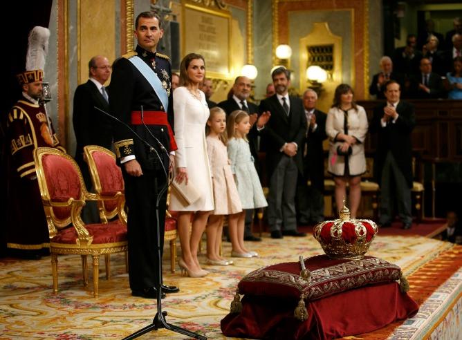 Felipe VI, la reina Letizia y sus  hijas en el Congreso de los Diputados.