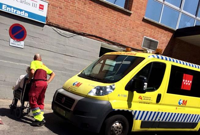 Evacuan pacientes del Hospital Carlos III en Madrid.