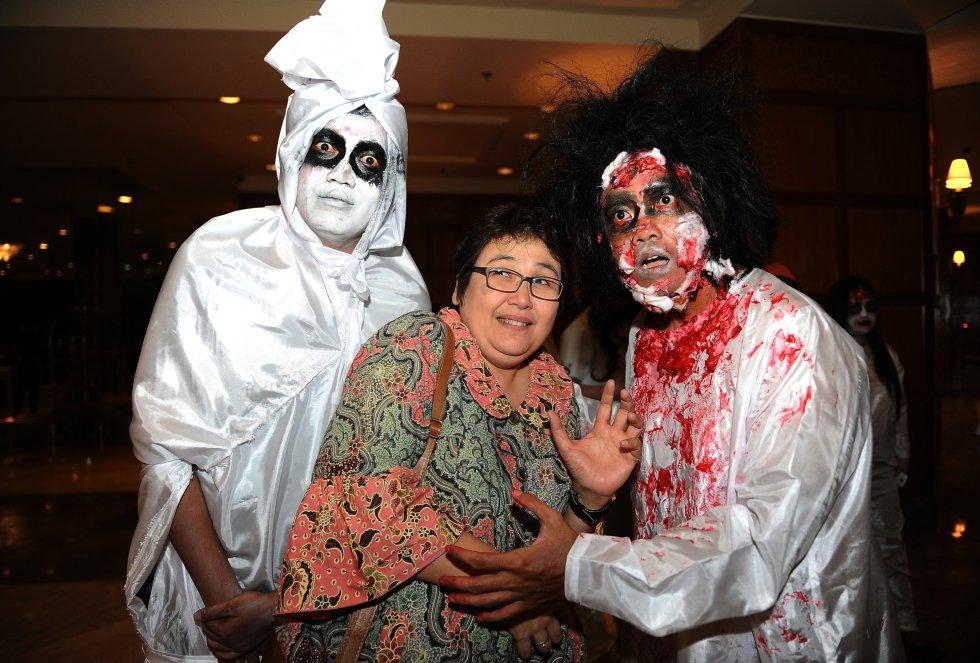 La fiesta de Halloween ha tenido una gran acogida en el mundo asiático. Esta imagen corresponde a una fiesta de disfraces en Indonesia