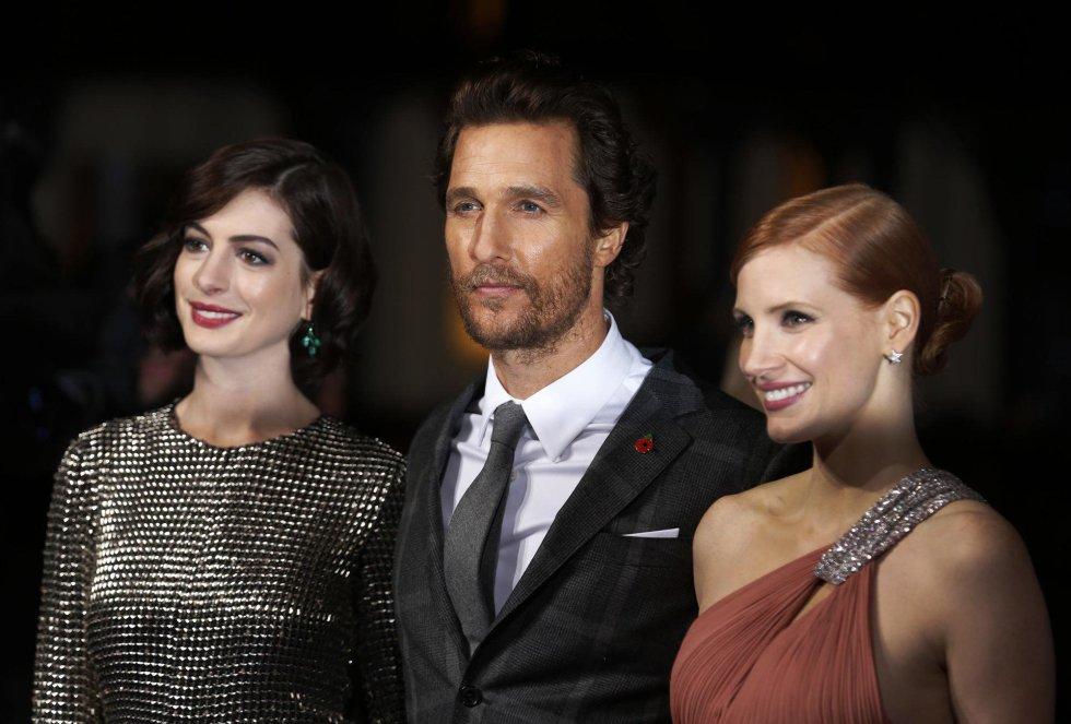 Matthew McConaughey, Jessica Chastain y Anne Hathaway a su llegada a la premier europea de 'Interstellar'