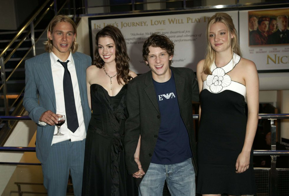 La actriz junto sus compañeros de rodaje en una fotografía de 2003