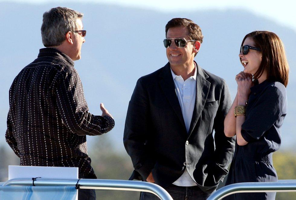 Peter Segal, Steve Carell y Anne Hathaway durante el rodaje de 'Superagente 86'