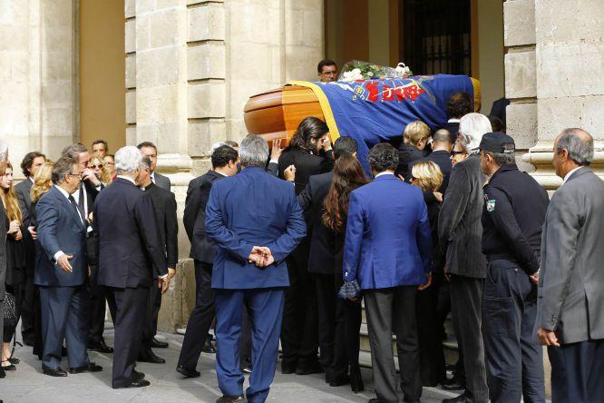Los restos de la duquesa de Alba han sido trasladados al Ayuntamiento de Sevilla donde se ha instalado la capilla ardiente