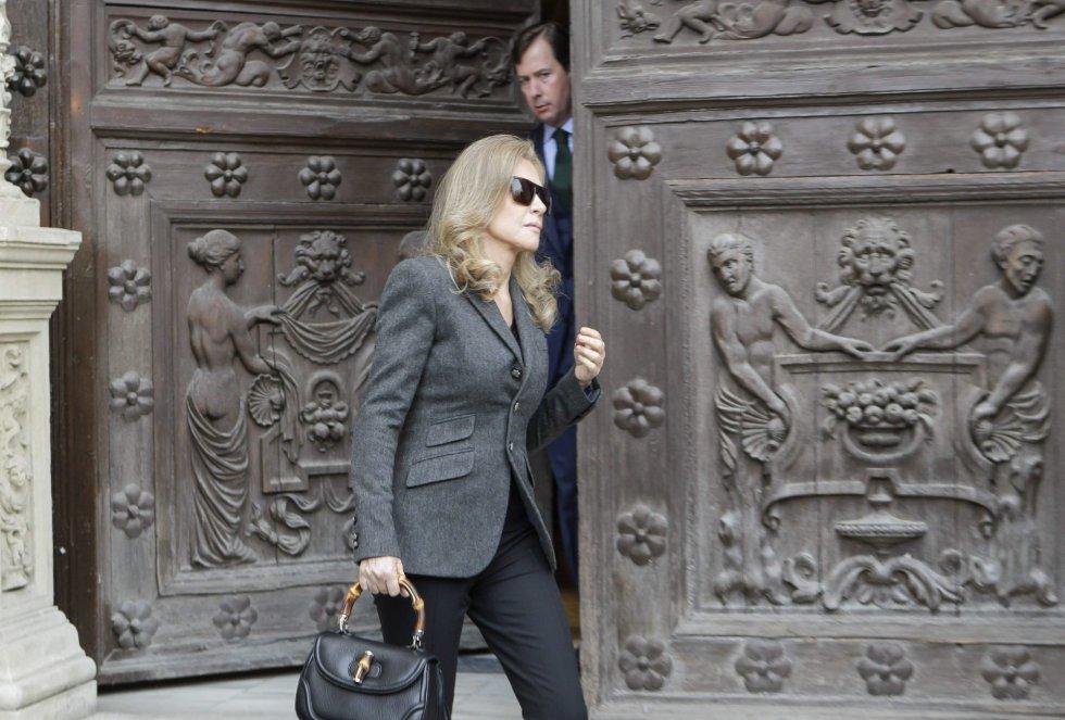 La empresaria Alicia Koplowitz saliendo esta tarde del Ayuntamiento de Sevilla donde ha visitado la capilla ardiente de la XVIII duquesa de Alba.