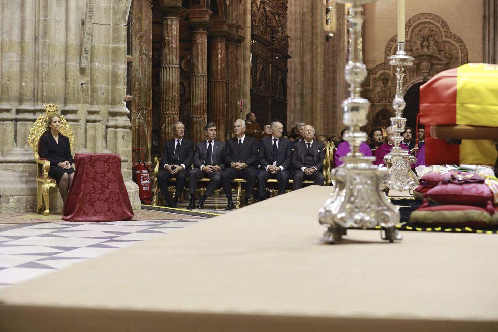 La infanta Elena, en representación del rey Felipe VI, durante el funeral por la duquesa de Alba