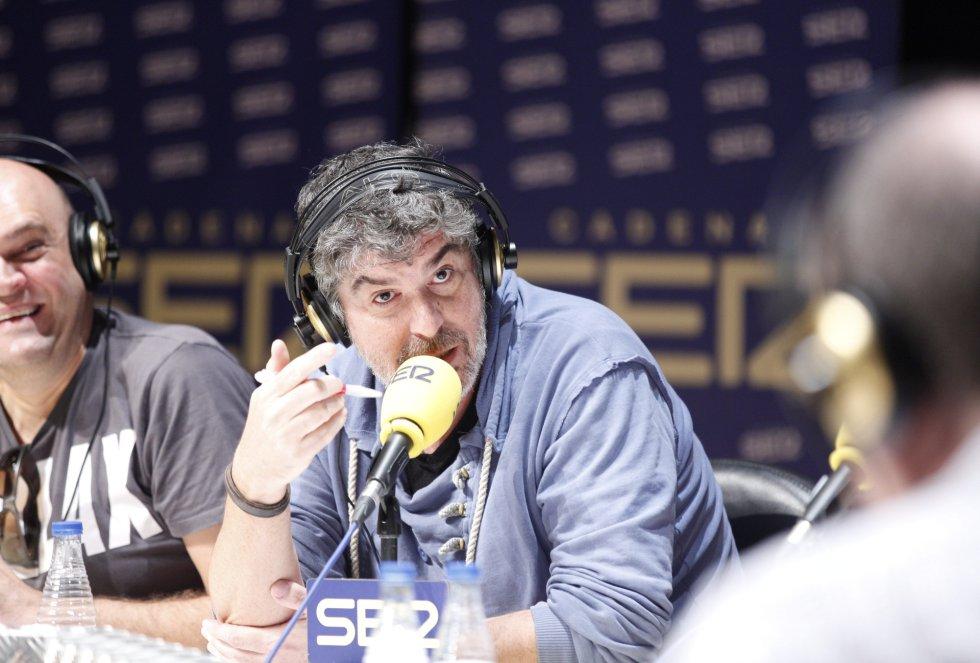 Paco 'el becario' y 'el Yuyu' charlan con Jordi Martí en el 'Hoy por Hoy' realizado en Bilbao con motivo del Foro internacional de Empleo juvenil