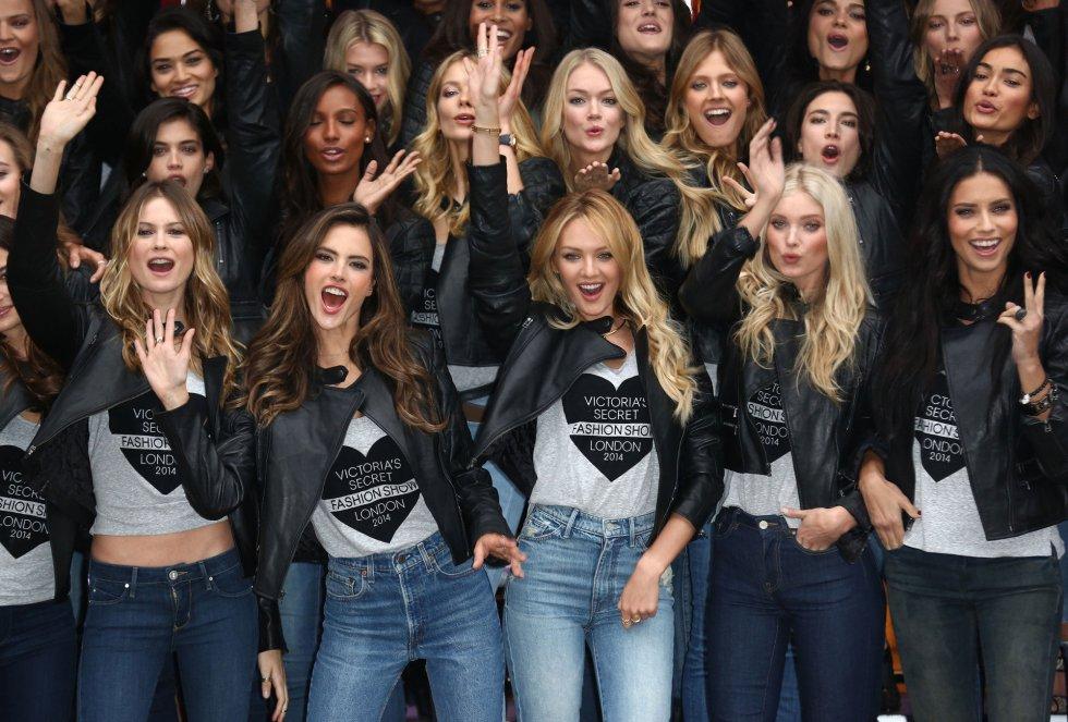 Alessandra Ambrosio, Candice Swanepoel, Elsa Hosk y Adriana Lima posan en el 'photocall' de los ángeles de Victoria's Secret.