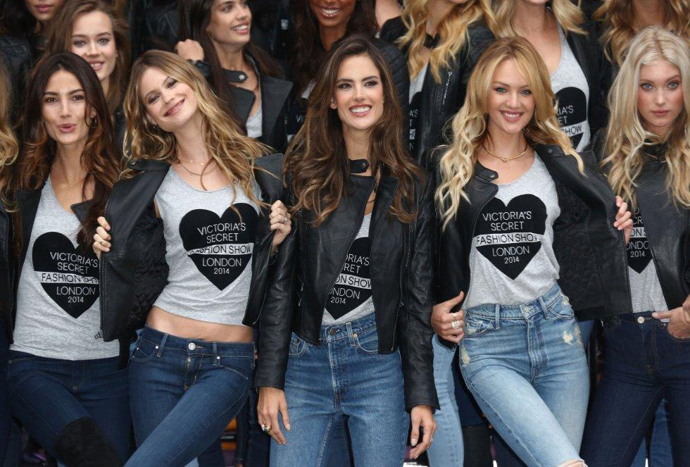 Alessandra Ambrosio y Candice Swanepoel junto a las otras ángeles.