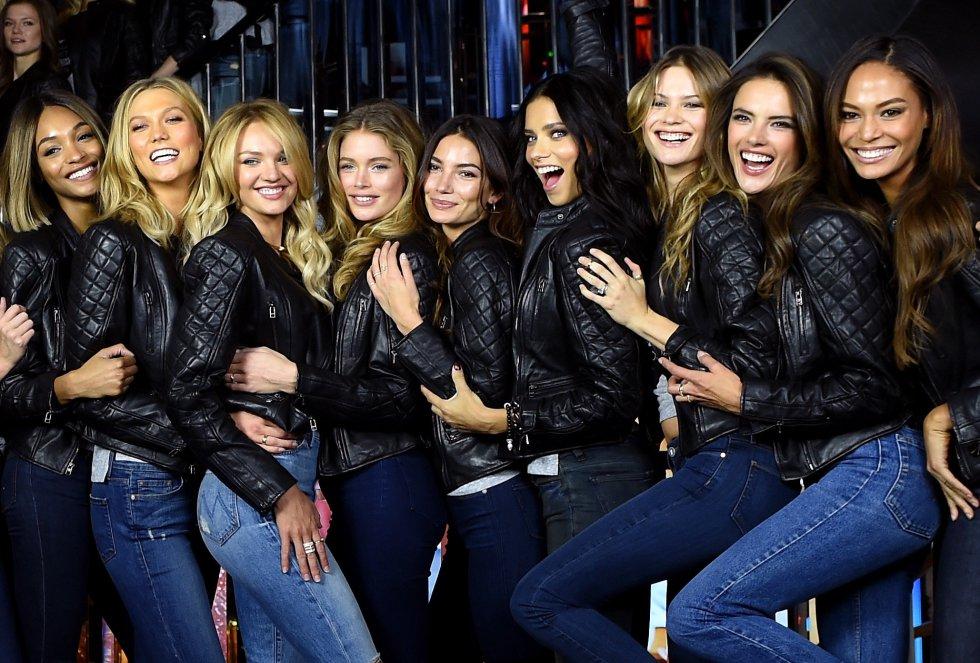 De izquierda a derch: Jourdan Dunn, Karlie Kloss, Candice Swanepoel, Doutzen Kroes, Lily Aldridge, Adriana Lima, Behati Prinsloo, Alessandra Ambrosio y Joan Smalls.