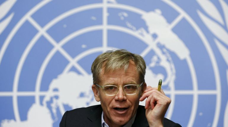 World Health Organization (WHO) Assistant Director General Bruce Aylward gestures during a news conference on the WHO response and challenges to control the Ebola outbreak at the United Nations in Geneva December 1, 2014.    REUTERS/Denis Balibouse (SWITZERLAND  - Tags: POLITICS HEALTH DISASTER TPX IMAGES OF THE DAY)