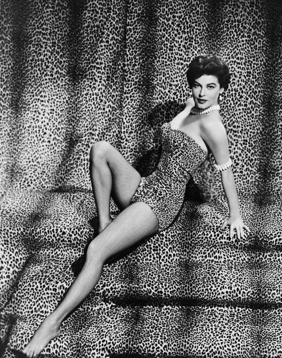 Ava Gardner, exótica con un traje de baño de leopardo.