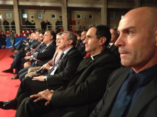 Paco Jémez, entrenador del Rayo Vallecano, asistió a Brunete para recoger el premio que se le ha otorgado a él y a sus jugadores por el gesto con doña Carmen, señora de 85 años desahuciada.
