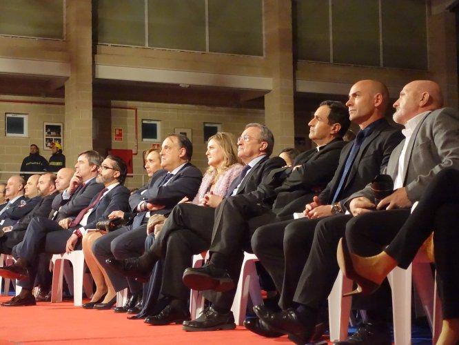 Sebas Álvaro, Paco Jémez o el sacerdote Ignacio, entre los premiados, presenciando la gala junto a personalidades como Florentino Pérez, Javier Tebas o Miguel cardenal.