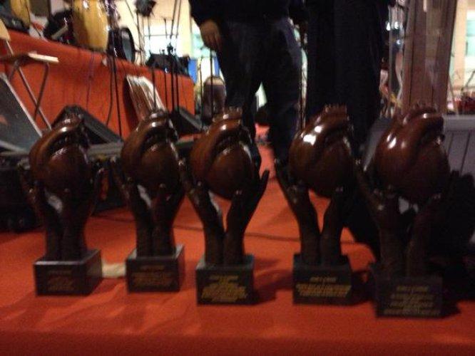 Los trofeos entregados a los galardonados por su comportamiento altruísta.