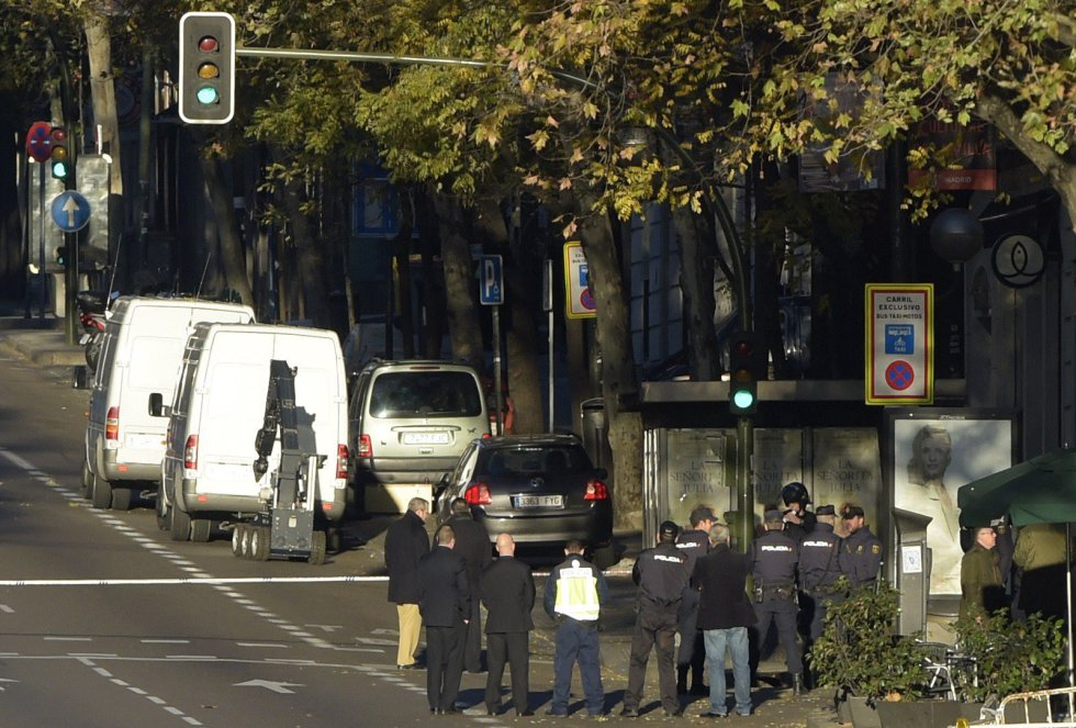 Dispositivo policial en la calle Génova.